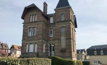 Rénovation de la façade d'une maison à Deauville