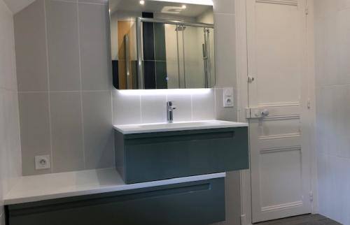 Pose d'une vasque dans une salle de bain à Deauville