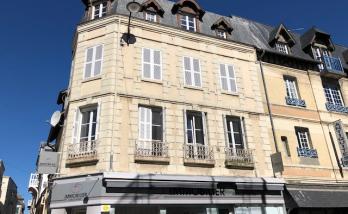 Changement des volets d'un immeuble à Deauville