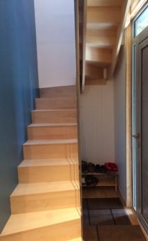 Installation d'un escalier en bois à Deauville