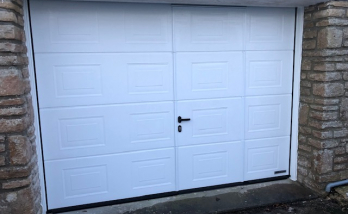 Installation d'une porte de garage blanche à Deauville